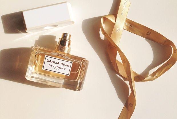 Dahlia Divin Givenchy, un filo d'oro tra moda e profumo   The colours of my closet