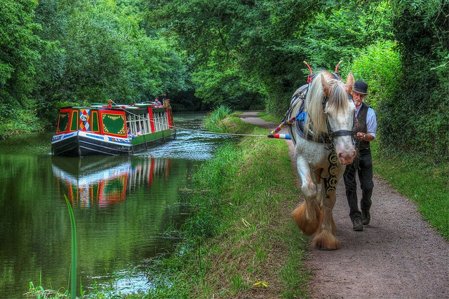 19th century the Horse-drawn Barge was one of the cheapest and fastest meanThe Grand Western Canal dates back to 1814, when it was built as part of a major transportation plan to link the Exeter Ship Canal to the Bridgwater and Taunton Canal, thus avoiding the long and dangerous voyage around Land End. John Rennie who supervised the construction work between 1810 and 1814 surveyed the Canal's route.    Tiverton, England