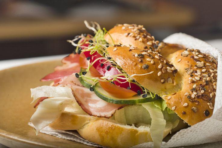 Reggelire szendvicset? Alapja egy magos, fonott császárzsemle, gyors tésztából. http://tanuljmegsutni.blogspot.hu/2014/04/magos-fonott-csaszarzsemle-gyors.html #food, #easyfood, #maxgastro, #bake, #zsemle, #tanuljmegsutni
