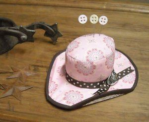 Cowgirl Hat Pincushion  I MUST make this one!Alfileteros Pincushions, Blake Design, Pin Cushions, Pincushions Tutorials, Cowboy Hats, Hats Pincushions, Riley Blake, Moon Quilt, Cowgirls Hats