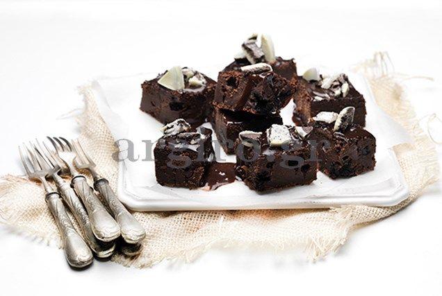 Σοκολατόπιτα με σιρόπι σοκολάτας (Το Πρωινό)