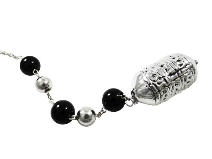 Begleri, decorated with black agate stones and silver decorative beads. The design of the beads is inspired by a detail from a jewel of a greek female traditional costume. Silver 999°. Dimensions: 20 cm