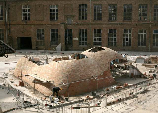 Vaulted brick pavilion in Barcelona by Map13 (1)