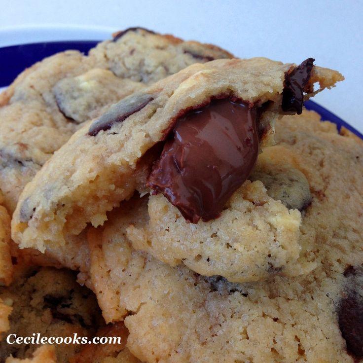 Quand je veux faire plaisir à mon amoureux et que j'ai peu de temps devant moi, j'aime bien réaliser des cookies : le parfum embaume l'appartement, la pâte à cookie crue fait mon bonheur et les cookies cuits encore tièdes sont la petite satisfaction post-travail...