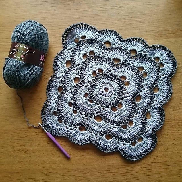 ... on Pinterest Crochet Mandala, Crochet Hearts and Ganchillo