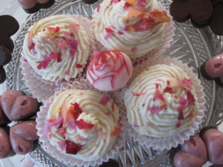 Roses & Vanilla Raw Cupcakes By Almha Rhais