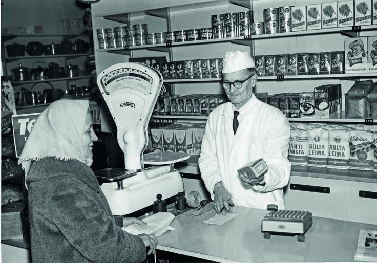 Laukaan myymälän siirtomaatavaranurkkauksessa oli jo vuonna 1959 käytössä pakastealtaat.