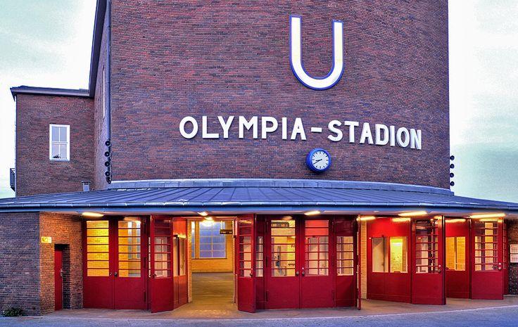 ღღ Berlin, Charlottenburg/ Germany - U-Bahnhof Olympiastadium ~~~ Die roten Türen von Ernst Thunert