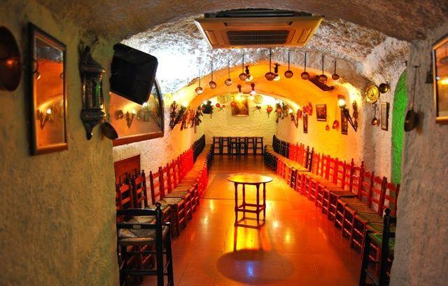 """Cuevas """"Los Tarantos"""" (Granada)"""
