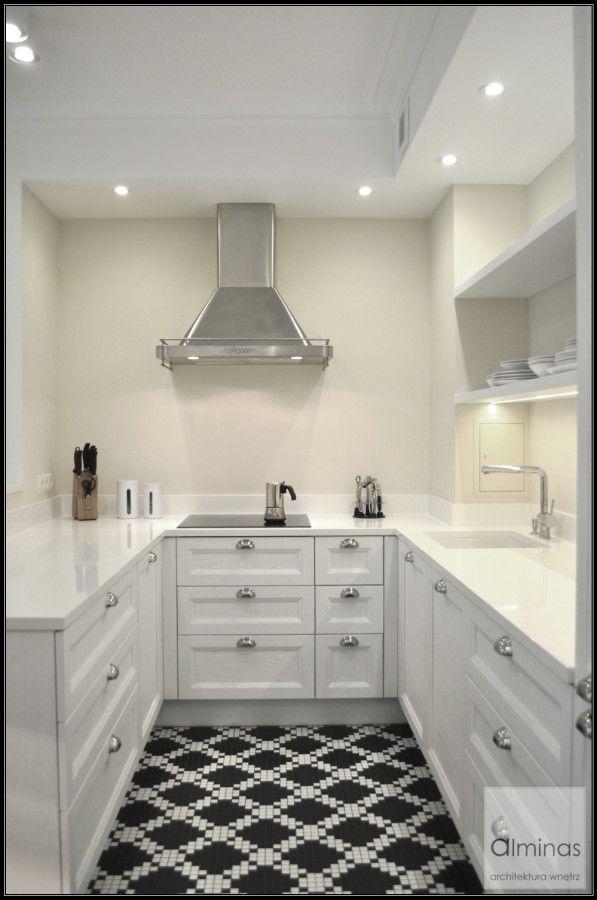 Piękna mozaika na podłodze w kuchni