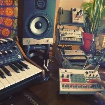 Repost @schtang ・・・ Interlude. ____________________________________ #korg #korgvolca #korgvolcasample #volca #volcasample #synth #sampler #digital #analog #studio #musicstudio #music #musica #musically #musicproducer #edm #hiphop #dance #vibes #studioporn #gearporn #synthesizer #synth #instamusic #instamusica #live #jammin #mood #cremacaffedesign #kolibristand  KOLIBRI stand: http://cremacaffedesign.com/kolibri/