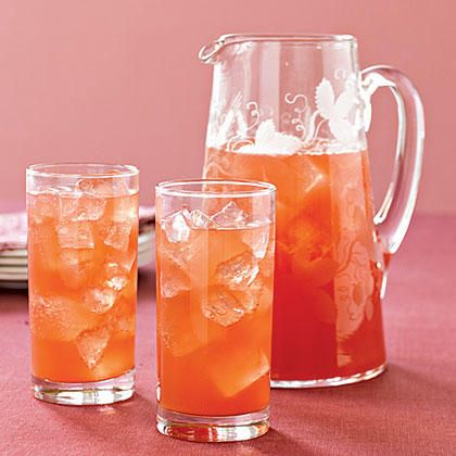Serve your holiday guests a festive fall drink made with pomegranate juice, pineapple juice and ginger ale.