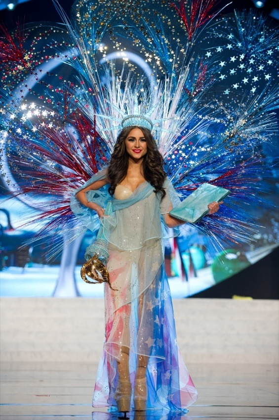 I just cannot get enough of Miss Universe 2012 (formerly Miss USA) Olivia Culpo's national costume