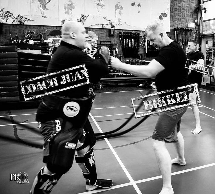 Bikkel Roy de Vlieg sparren met coach Juan Knoppel  Background Martin Aukes roping  in sportschool Wushu Society Bao Trieu / Blijd Photography Vogue Pro-Fashion VIP Caroline Tries