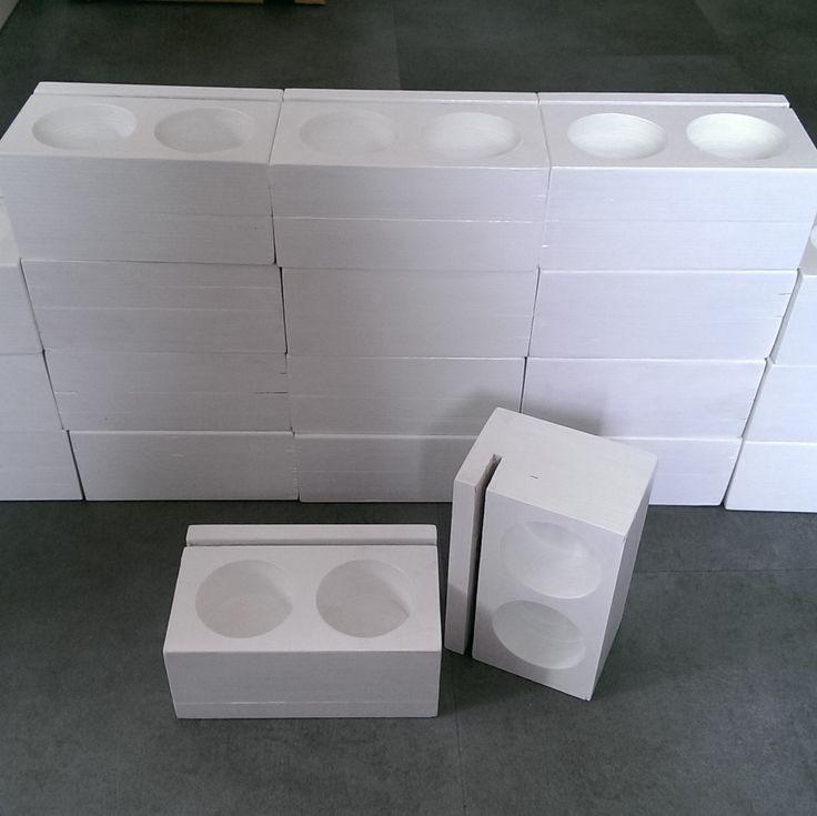 Menukaarthouders in het wit zodat dit past in het interieur van Generator Hostel Amsterdam