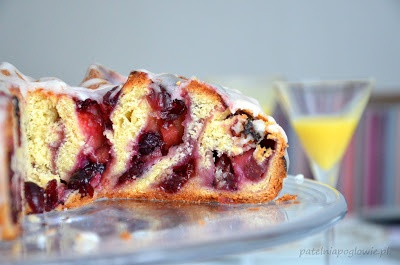 Pie with cranberry and plum jam.