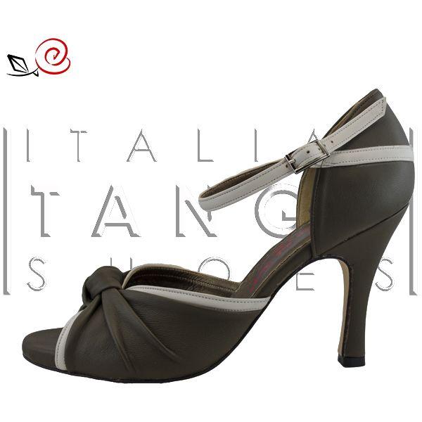 "woman tango shoes, ""Daisy"" in mud and beige leather  http://www.italiantangoshoes.com/shop/en/women/328-la-rosa-del-tango.html"