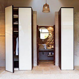 Dressing composé de différentes armoires pour habiller la pièce au centimètre près  - chez Célio