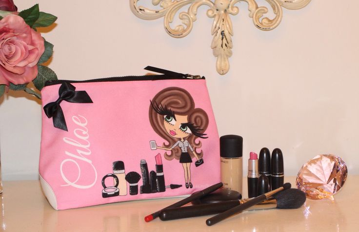 Gorgeous pink make up bag from HunniBunni Boutique as owned by the gorgeous Sam and Nic of Pixiwoo!
