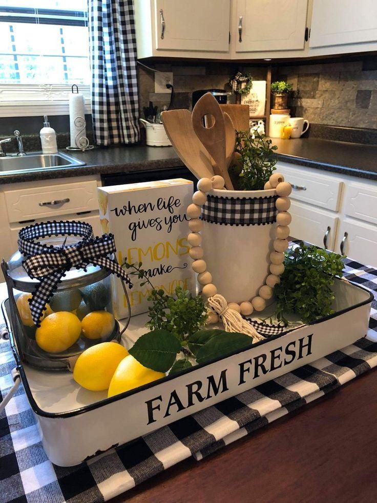 Lemon Kitchen Decor, Farmhouse Kitchen Decor, Kitchen Redo, New Kitchen, Kitchen Dining, Kitchen Remodel, Kitchen Decor Themes, Country Farmhouse Decor, Farmhouse Style