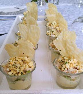 Nog een recept van verrine, een heerlijke salade Caesar in een glas! Het is mijn eigen recept. Rooster de boterhammen in de broodrooster of in een koekenpan,