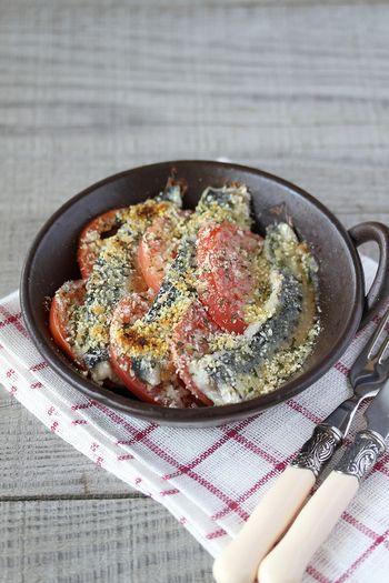 新鮮なイワシが手に入ったら、ぜひとも作ってほしい料理。 トマトの赤が食卓に映えます。