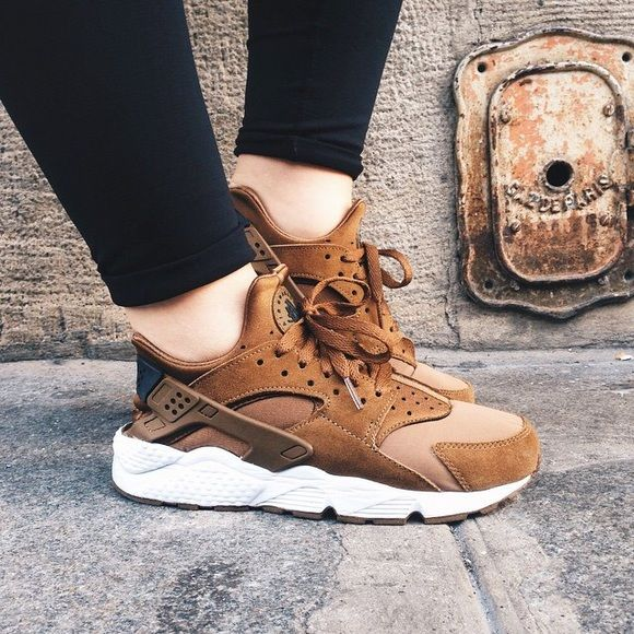 Umber Brown Nike Huaraches (DEADSTOCK) Umber brown Nike Air huarache (DEADSTOCK), size 7.5 Men's, rarely worn with box Nike Shoes Sneakers