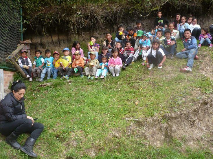 Con todos estos niños de la escuelita La Cumbre pasamos un día muy especial, con un taller de dibujos, un quiz, muchos regalos y un rico refresco. Y todos aprendimos algo sobre la tenencia responsable de nuestros animales con cuales convivimos.
