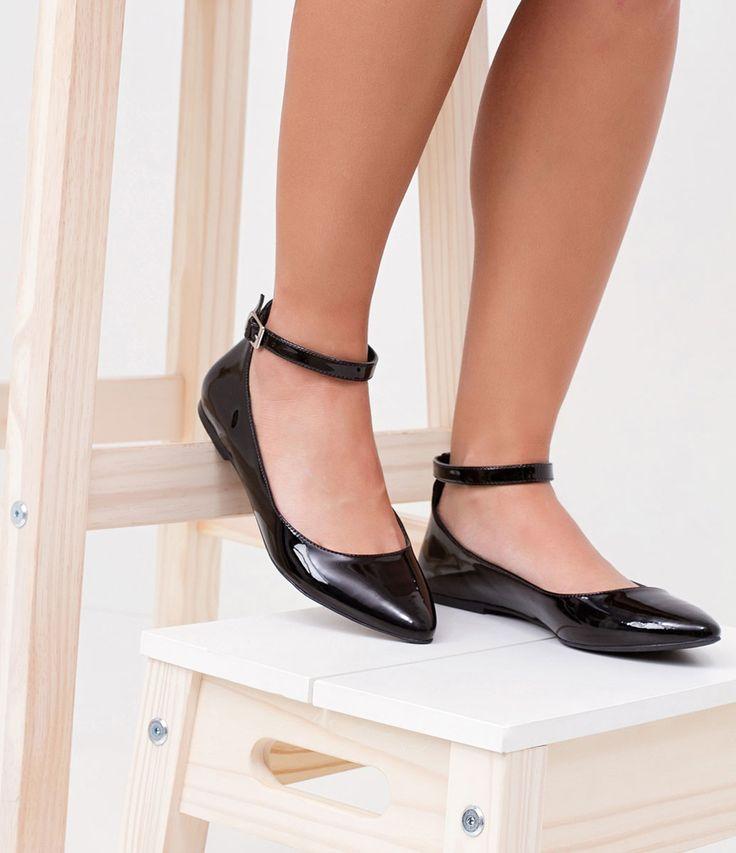 Sapatilha feminina  Em Verniz  Com pulseira  Marca: Satinato  Material: sintético     COLEÇÃO VERÃO 2018     Veja outras opções de    sapatilhas femininas.        Sobre a marca Satinato     A Satinato possui uma coleção de sapatos, bolsas e acessórios cheios de tendências de moda. 90% dos seus produtos são em couro. A principal característica dos Sapatos Santinato são o conforto, moda e qualidade! Com diferentes opções e estilos de sapatos, bolsas e acessórios. A Satinato também oferece…