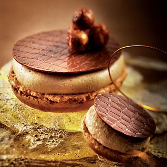 Lenôtre - Macaron Praliné Mandarine et Croustillant Lacté  http://www.lenotre.com/ #plating #presentation