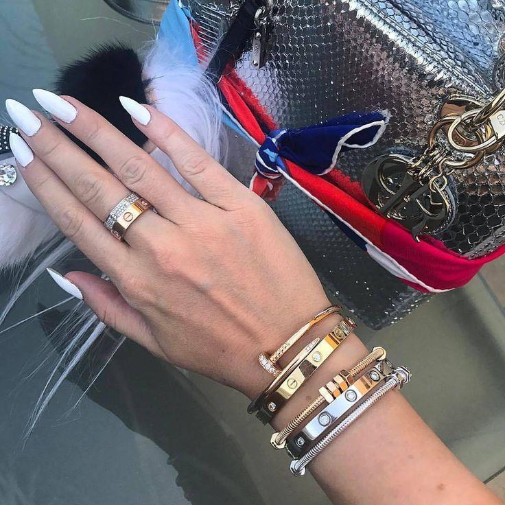 26 vind-ik-leuks, 1 reacties - Элитная бижутерия в Сочи💎 (@bracelet1_magaz) op Instagram: 'Браслет  Cartier (Картье) love! В наличии  Сочи .Всего за 1500₽ 🔸Из ювелирной стали под золото 🔸Эта…'