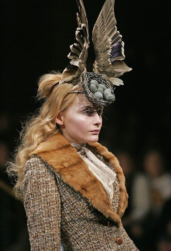"L'exposition ""Alexander McQueen : Savage Beauty"" au V&A http://www.vogue.fr/mode/news-mode/diaporama/l-exposition-alexander-mcqueen-savage-beauty-au-v-a/18503/image/995995#!2"