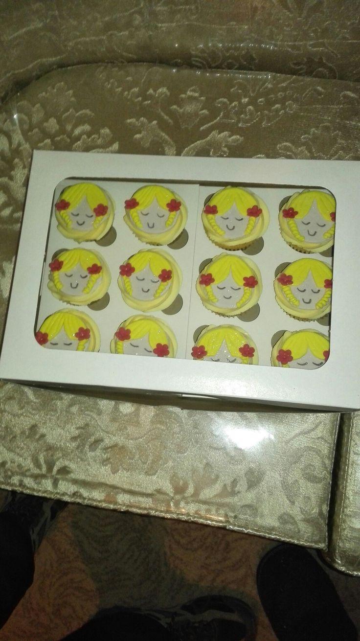 Goldie Cupcakes