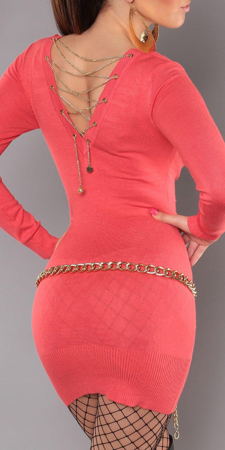 Модель 0000ISF0606, платье-свитер с глубоким V-образным вырезом и вырезом на спине, украшенным цепочками. Небольшая сборка спереди обеспечивает идеальную посадку для любой фигуры. Цвет: коралловый. Размер: 42-46 (один размер)