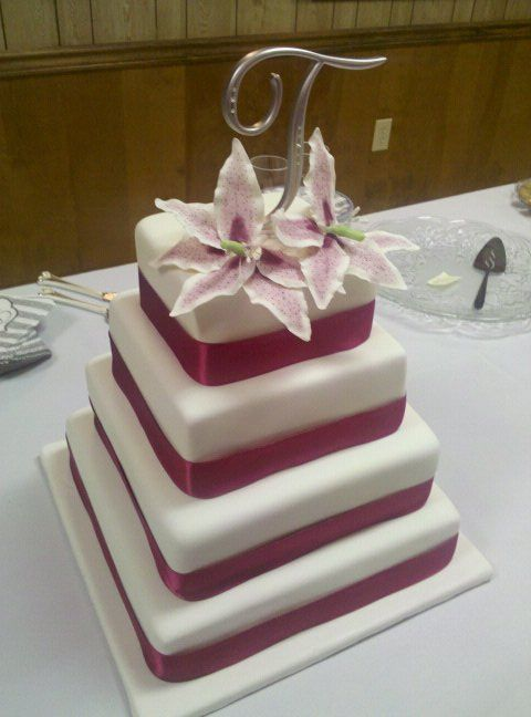 square wedding cake pics wedding cakes stargazers stargazer lilies on square cake 20393