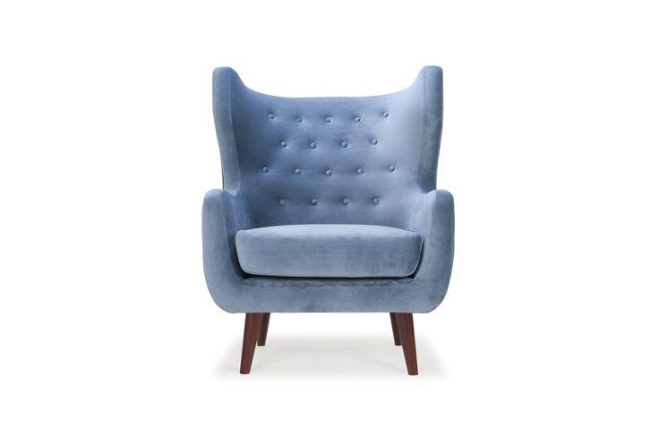 Craig - https://nl.sofacompany.com/meubels/woonkamer/stoelen/craig-chair-velour-shadow-blue-walnut-stained-legs