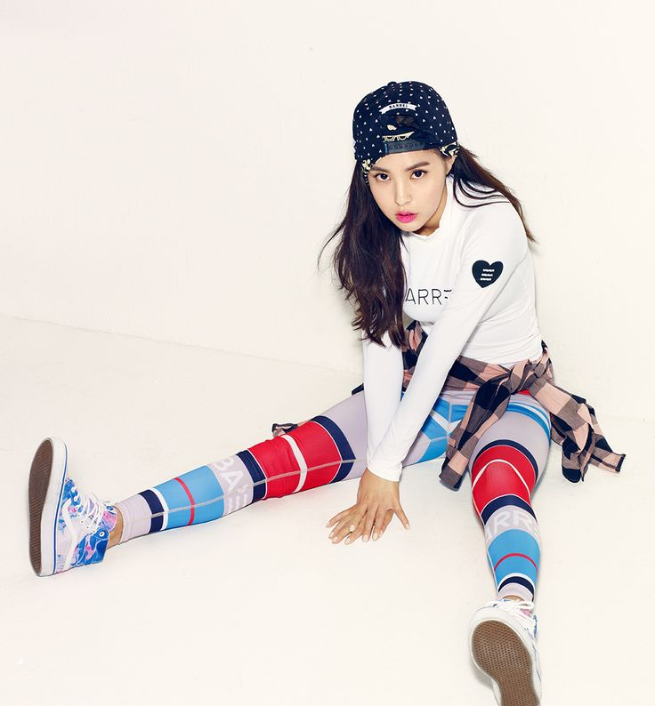 Min Hyo Rin - Barrel CF outfit is cute and playful :)