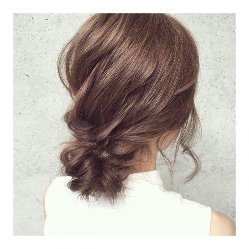 大人っぽいシニヨン。結婚式やイベントなど女の子ならドレスと合わせたヘアスタイルに♡女子のヘアセット参考一覧です。