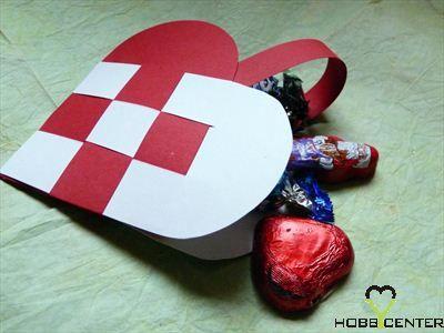 Kreatív ötletek anyák napjára: Anyák napi szíves táska    http://www.hobbycenter.hu/Unnepek/anyak-napi-szives-taska.html#axzz2LeuGgCUw