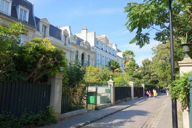 Paris : La Cité des Fleurs, quiétude heureuse d'un lieu préservé - 154 avenue de Clichy et 59 rue de la Jonquière - XVIIème http://www.parisladouce.com/2015/10/paris-la-cite-des-fleurs-quietude.html