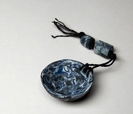 Cerámica de Maggie Barnes en Studiopottery.co.uk - 2012. Mini-tazón de 4,5 cms.  <br> las fotos de David Chalmers Fotografía