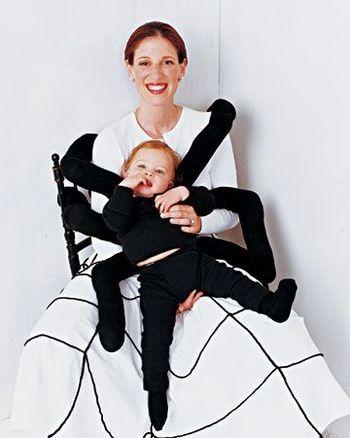 赤ちゃんの手足も利用して10本足のクモの完成!