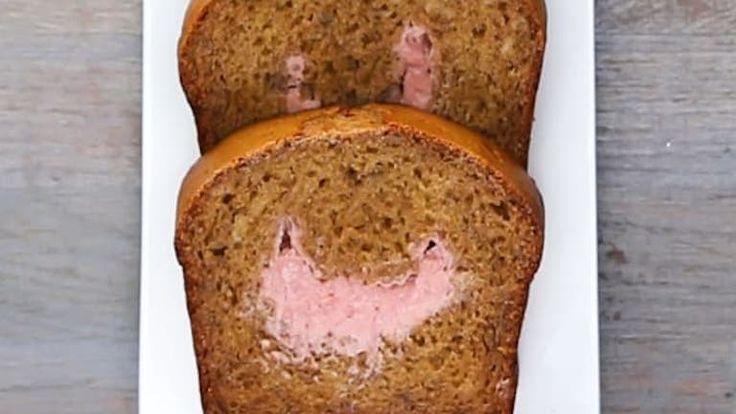Gondoltad volna, hogy az epres sajttorta és a banánkenyér találkozásából egy egészséges édesség születik? Pedig így van!