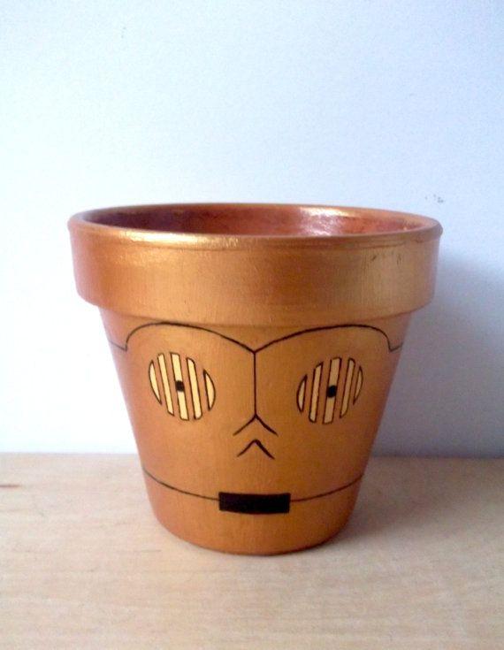 C3PO Star Wars Droid Painted Flower Pot por GingerPots en Etsy, $24,00