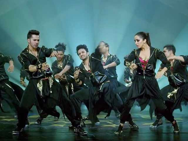 Varun Dhawan, Shraddha Kapoor 'Bezubaan Phir Se' in 'ABCD 2' http://www.ndtv.com/video/player/news/varun-dhawan-shraddha-kapoor-bezubaan-phir-se-in-abcd-2/366551