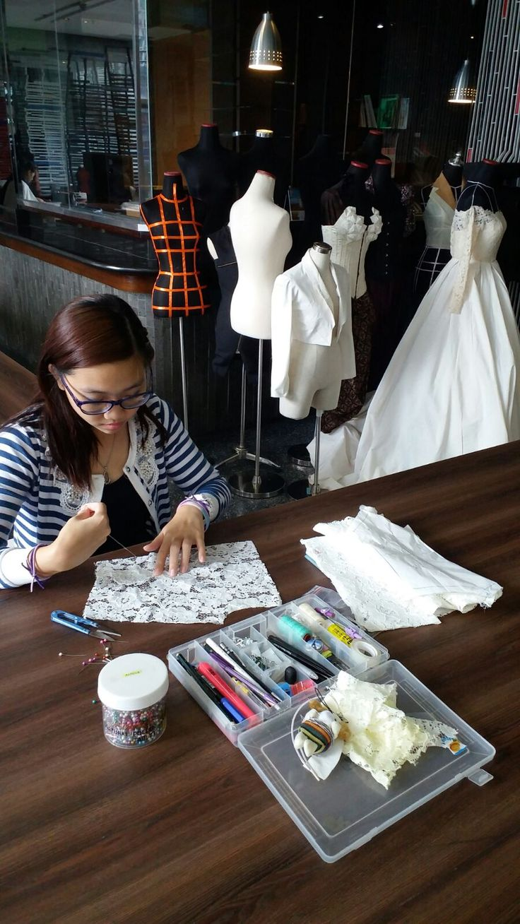 This incredible creation is a wedding dress prototype by our fashion student Aurelia. With a diploma in Art and Fashion Design from an Indonesian university, Aurelia initially enrolled in our 90-hour...