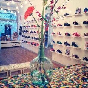 Eva van Sneak Up - Haarlems very own sneakershop #tip #shoppen #winkelen #sneakers #haarlem