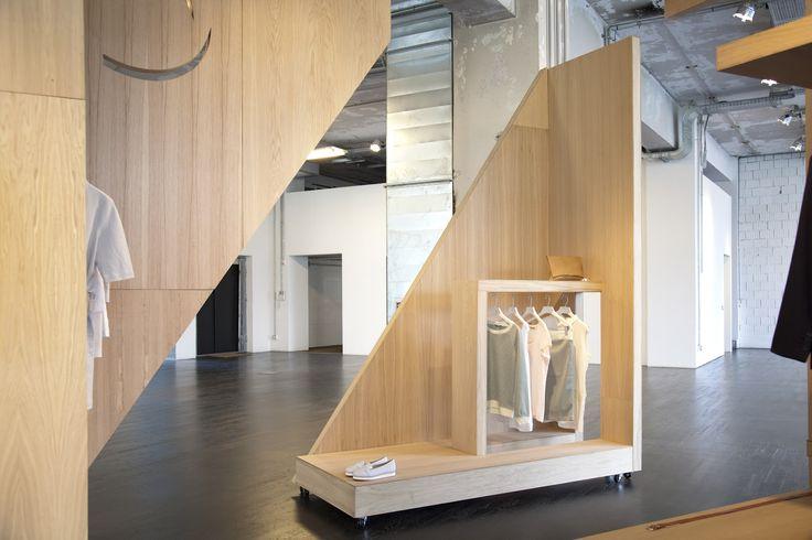 LE CONCEPT Présenté lors du dernier Salon du Design de Milan, ce point de vente éphémère a été conçu par le designer anglais Gary Card. Essentielle