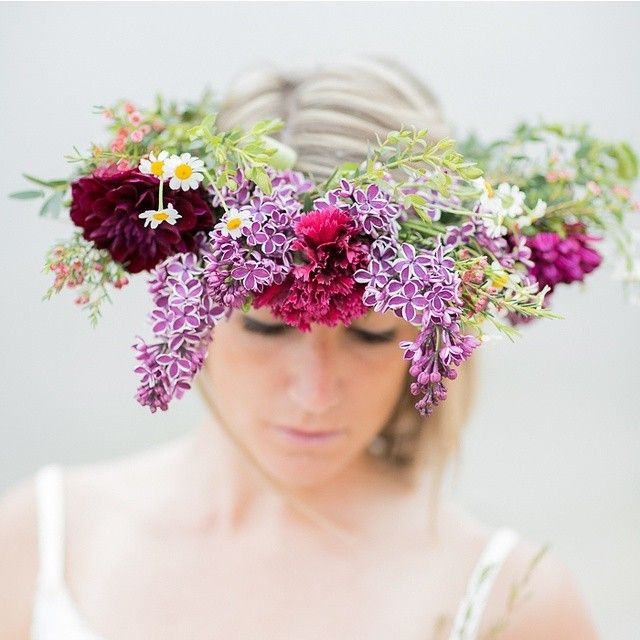 A beautiful floral crown for a beautiful bride might just be the perfect accessory you were looking for. Xoxo @weddingchicks #hair #wedding #bride #flowers #crown