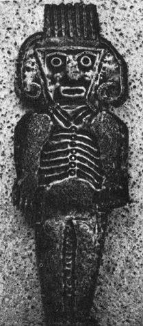 Dios 06, un dios con cara trapezoide y                         con casco con antenas